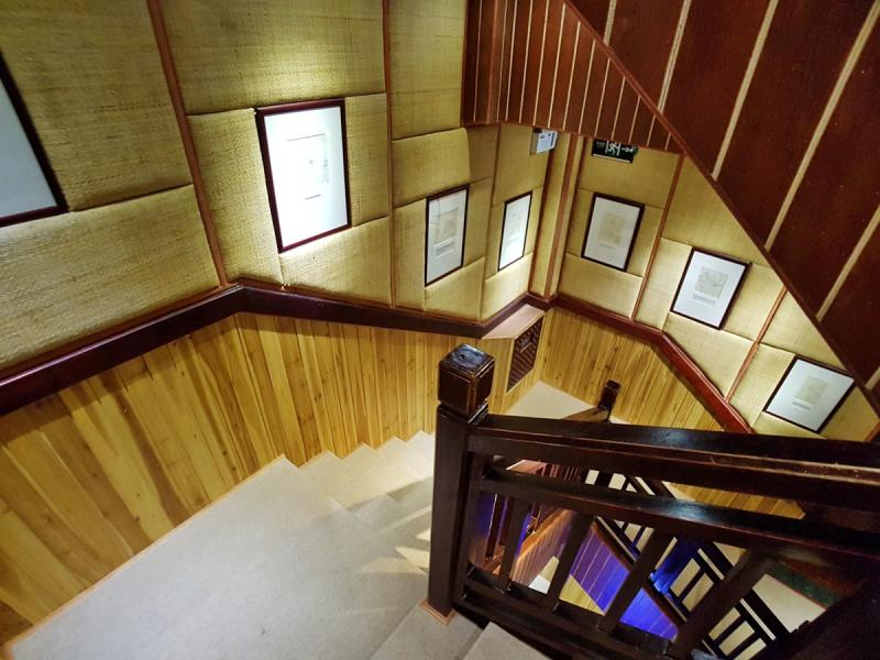 Gallery Lodge, Staircase