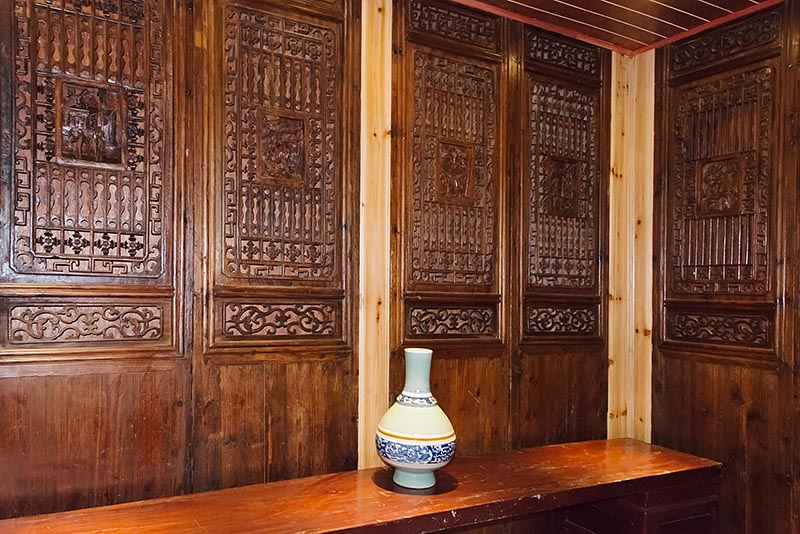 Li River Lodge, wood screen & vase