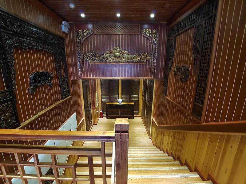 Li River Lodge, Staircase